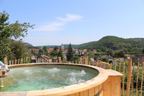Hotel La Peyrade : Hotel near Salvagnac-Cajarc