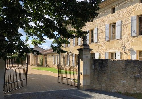 Domaine des Monges : Bed and Breakfast near Saint-Seurin-de-Prats
