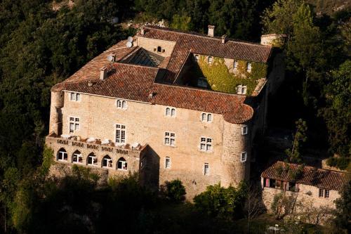 Châteauzen : Hotel near Vissec