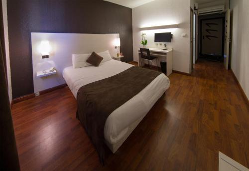 Hôtel des Etats-Unis : Hotel near Launaguet