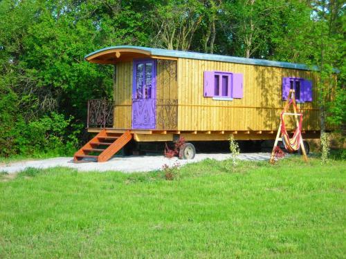 Les Roulottes de Majou : Guest accommodation near Cailhavel