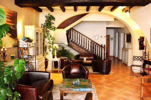 Hôtel Porte de Camargue : Hotel near Fourques