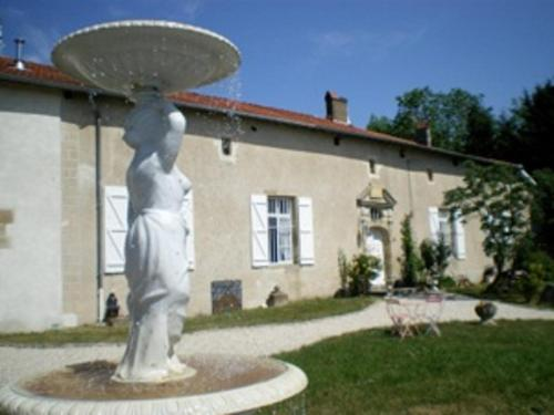 Gite Le Château de Mouzay : Guest accommodation near Dommartin-sous-Hans