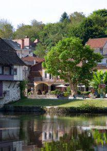 Les Flots Bleus : Hotel near Liourdres