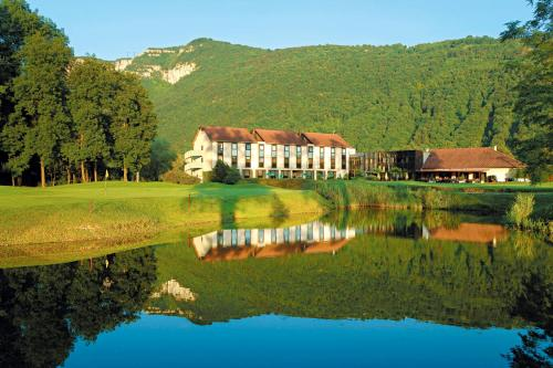 Golf Hôtel Grenoble Charmeil : Hotel near Châbons