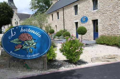 Hôtel - Restaurant l'Hortensia : Hotel near Theix