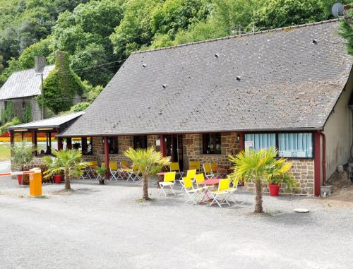 Camping Les Couesnons : Guest accommodation near Saint-Marcan
