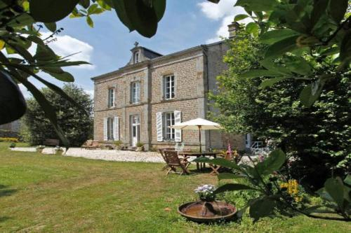 Le Presbytere : Bed and Breakfast near Saint-André-de-Messei
