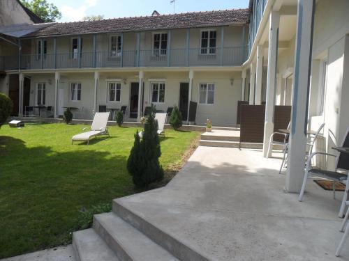 Hotel La Buissonniere : Hotel near Saint-Amand-en-Puisaye