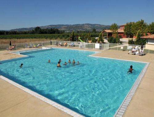Vacancéole - Résidence le Domaine du Lac : Hotel near Châteaubourg