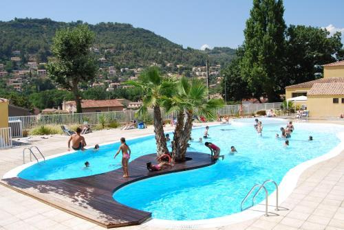 Lagrange Grand Bleu Vacances – Résidence Le Galoubet : Guest accommodation near Pierrefeu-du-Var
