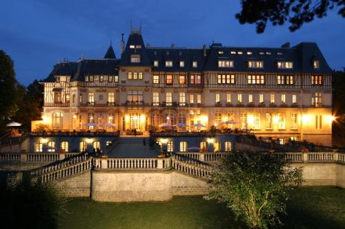 Chateau de Montvillargenne : Hotel near Chantilly