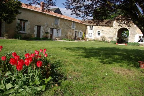 Logis de la Pataudière : Bed and Breakfast near Ceaux-en-Loudun