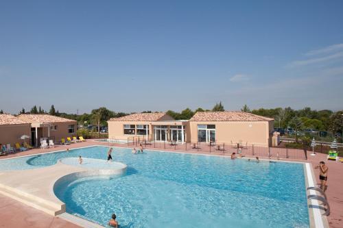 Vacanceole - Residence les Demeures du Ventoux : Resort near Aubignan