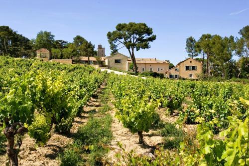 La Tour Vaucros : Guest accommodation near Sorgues