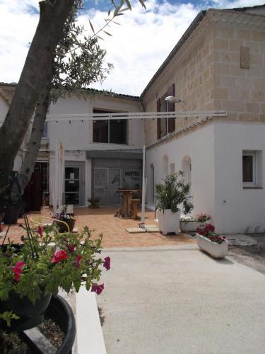 Cheval Blanc : Hotel near Uchaud