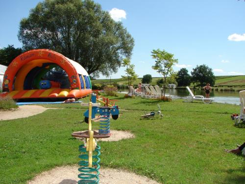 Camping Moulin de Collonge : Guest accommodation near Culles-les-Roches