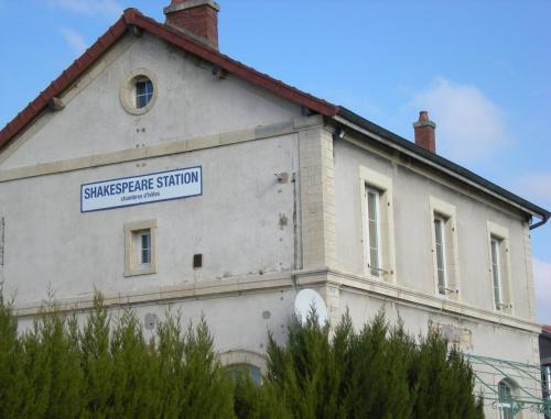 Shakespeare Station : Guest accommodation near Noiron-sur-Bèze