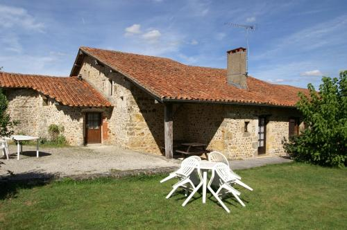 Le Relais de l'Age : Bed and Breakfast near Beaulieu-sur-Sonnette