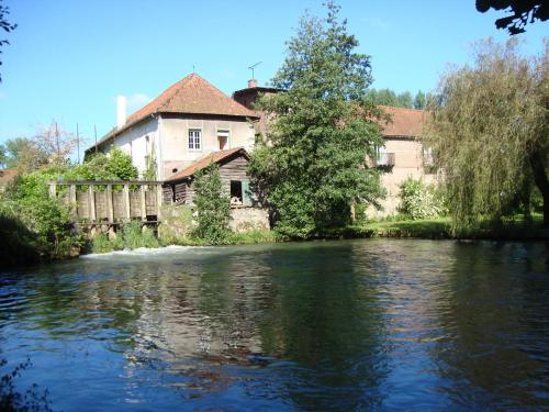 Le Moulin de Fillièvres : Bed and Breakfast near Willeman
