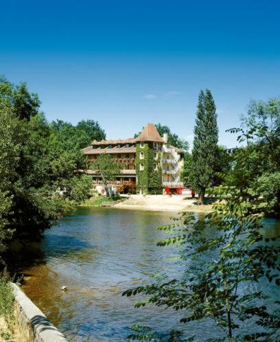 Hôtel Restaurant L'Ecluse : Hotel near Antonne-et-Trigonant