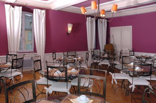 Hotel Saint-Sauveur : Hotel near Fraissinet-de-Fourques