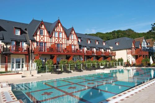 Pierre & Vacances Premium Residence & Spa Houlgate : Guest accommodation near Douville-en-Auge