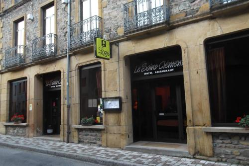 Hôtel Restaurant Le Saint Clément : Hotel near Saint-Victor-sur-Rhins