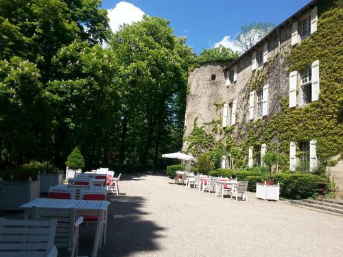 Chateau d'Ayres - Les Collectionneurs : Hotel near Fraissinet-de-Fourques