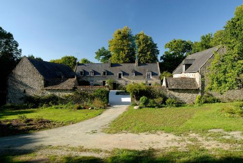 La Grande Sauvagère : Bed and Breakfast near Tinténiac