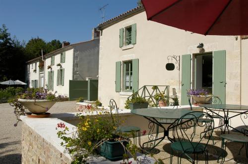 Maison Flore : Hotel near Coulon