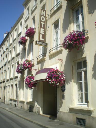 Citotel Hôtel Beauséjour : Hotel near Carneville