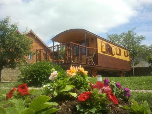 Le Clos de la Roche : Bed and Breakfast near Saint-Julien-de-Jonzy