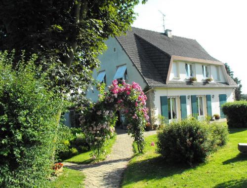 Chambres d'hôtes Les Vallées : Bed and Breakfast near Saint-Jean-de-la-Haize
