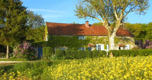 Auberge de la Tuilerie : Bed and Breakfast near Charentenay