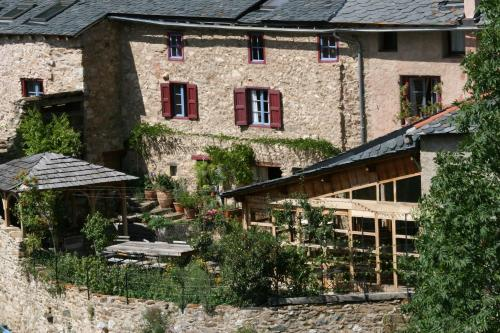Chambres d'Hôtes Cal Miquel : Bed and Breakfast near Saillagouse