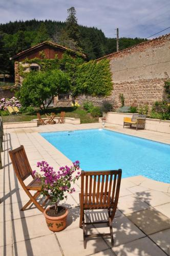 Les Jardins de l'Hacienda : Bed and Breakfast near Joux