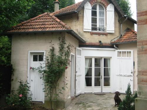 Les Bouvreuils : Bed and Breakfast near Bougival