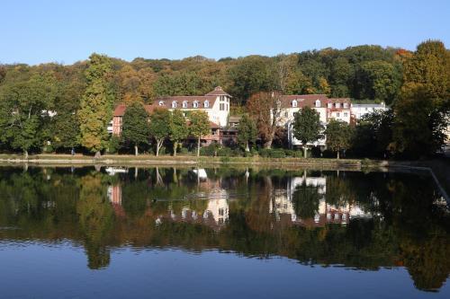 Les Etangs de Corot : Hotel near Vaucresson