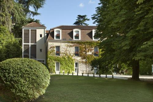 L'Orangerie du Château des Reynats : Hotel near Coulounieix-Chamiers