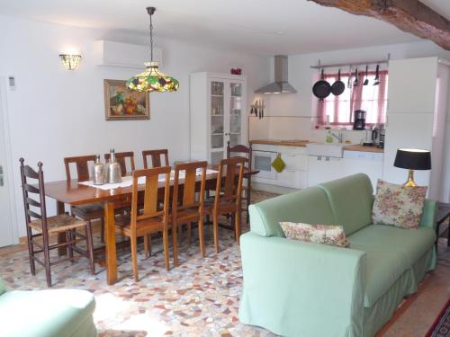 Gite Allier : Guest accommodation near Marcenat