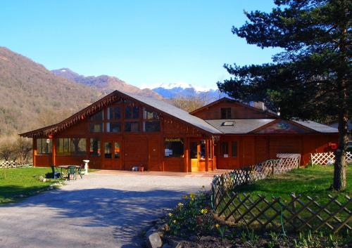 L'Abri d'Arlos : Bed and Breakfast near Ore
