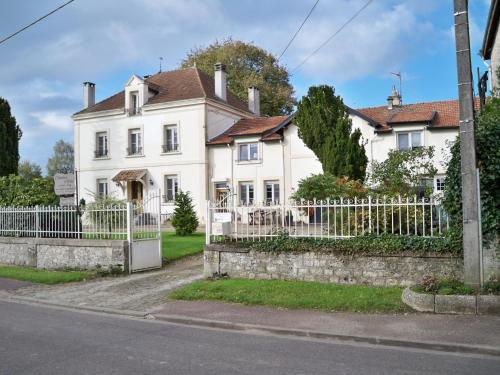 Chambres d'hotes Villa Nantrisé : Bed and Breakfast near Courtémont