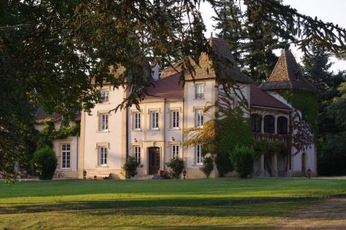 Domaine des Grands Cèdres : Bed and Breakfast near Saint-Sixte