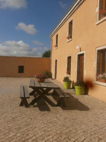 L'écurie des Bourricots : Bed and Breakfast near Savigneux