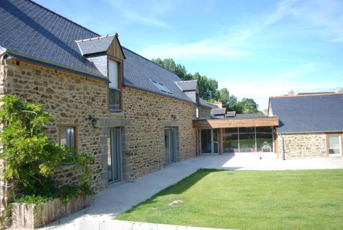 La Ferme du Chauchix : Guest accommodation near Éréac