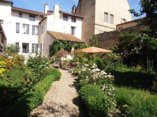 La Maison Tupinier : Bed and Breakfast near Saint-Maurice-de-Satonnay
