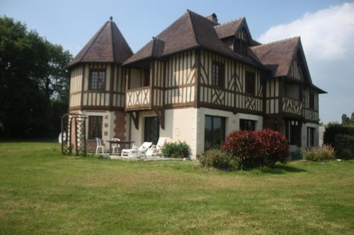 Manoir Melphil : Bed and Breakfast near Tourville-en-Auge