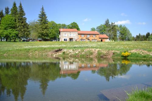Domaine du Mas du Taillet : Bed and Breakfast near Lavillatte