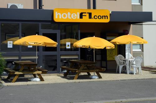 hotelF1 Avranches Baie Du Mont Saint Michel : Hotel near Saint-Aubin-de-Terregatte